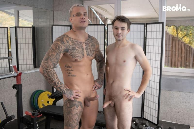 Hot big muscle hunk Ryan Cage's huge thick cock bare fucking young twink Ricky's hot hole